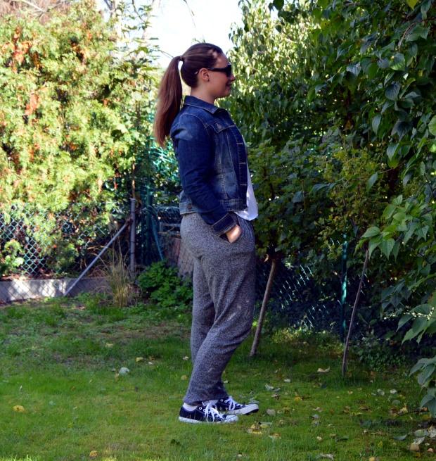 Outfit Jogginghose Jeansjacke 1