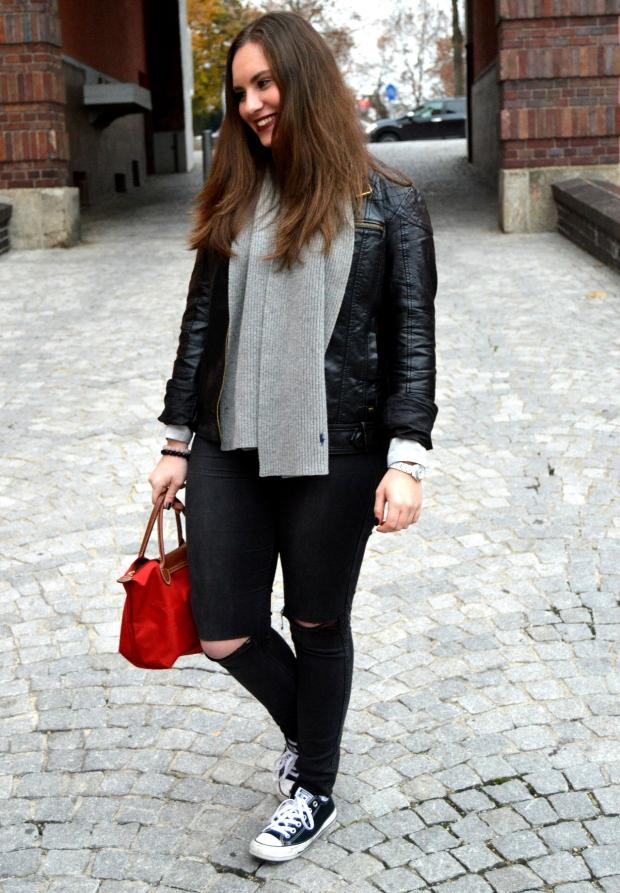 Outfit Lederjacke Pulli Chucks10