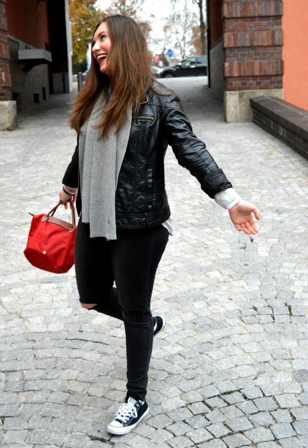 Outfit Lederjacke Pulli Chucks9