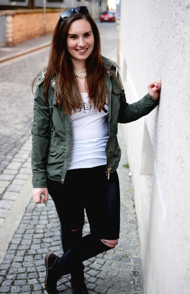When Anna Ripped Jeans Jacke Guess Shirt Hilfiger Stiefeletten Fashion 1
