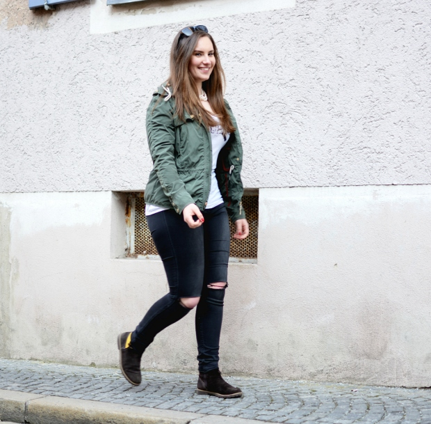 When Anna Ripped Jeans Jacke Guess Shirt Hilfiger Stiefeletten Fashion 3