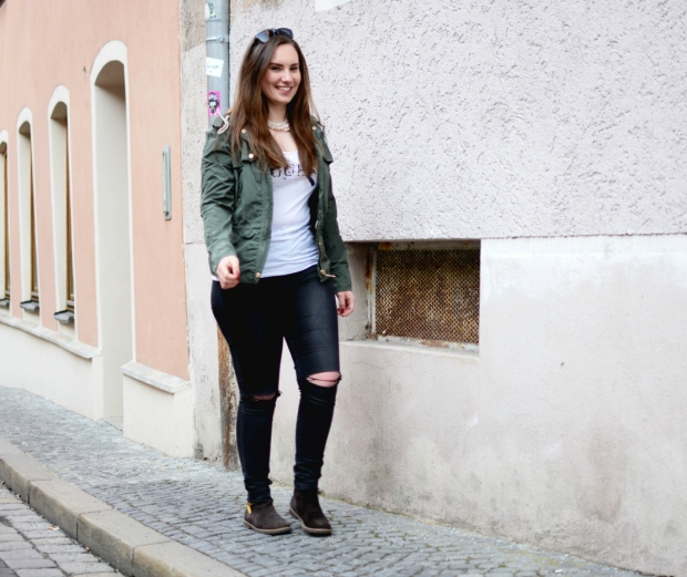 When Anna Ripped Jeans Jacke Guess Shirt Hilfiger Stiefeletten Fashion 6
