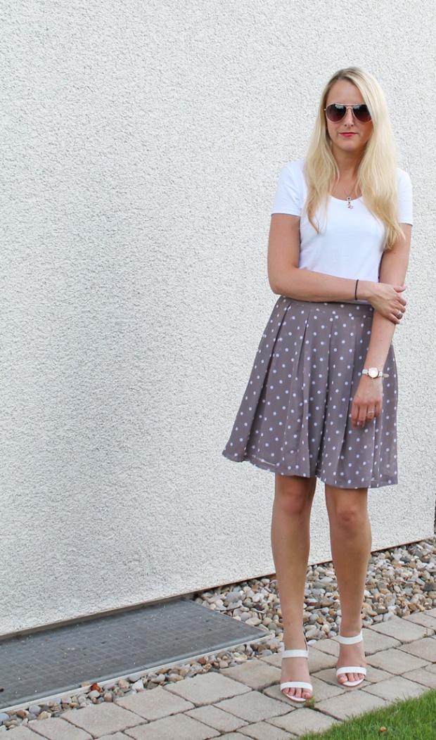 outfit-gepunkteter-midirock-mit-weissem-shirt-04